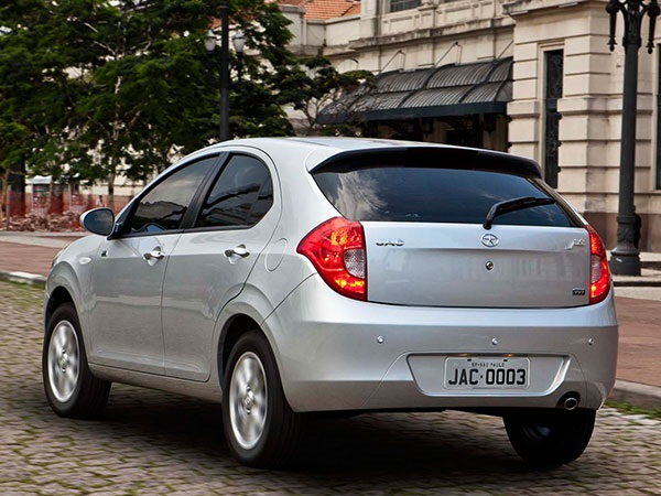 jac-tojoy-hatchback-2