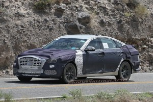2018-hyundai-genesis-sedan-spy-photos-12 [640x480]