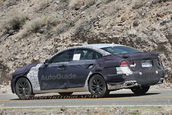 2018-hyundai-genesis-sedan-spy-photos-16 [640x480]
