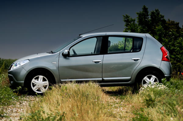 dacia-sandero-16-mpi-2009-new-cars-collection_30