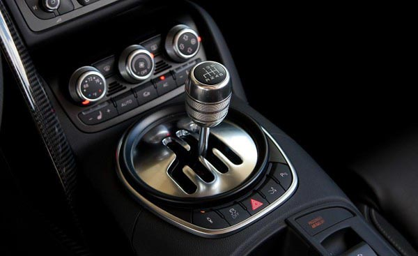 2011-audi-r8-42-spyder-shifter-photo-416617-s-1280x782-600x367