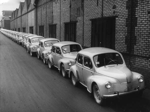 Renault-4_CV-1948-800-01