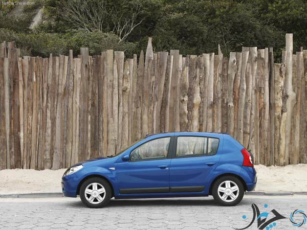 Renault-Sandero_2008_800x600_wallpaper_03