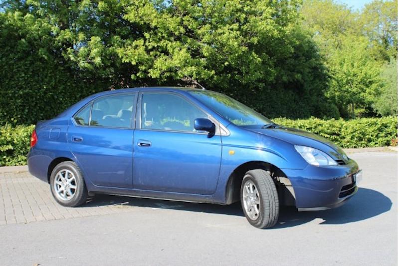 2001-toyota-prius-sedan_100429444_m