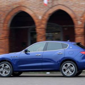 2017-Maserati-Levante-rear-side-in-motion-02