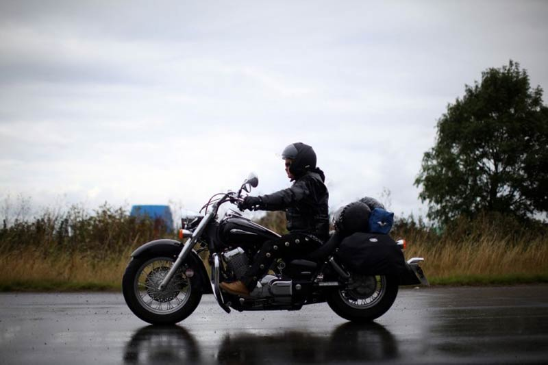 motorcycle-rider-in-rain-e1431021058751
