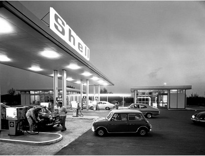 shell-station-at-night-in-italy-1969-e