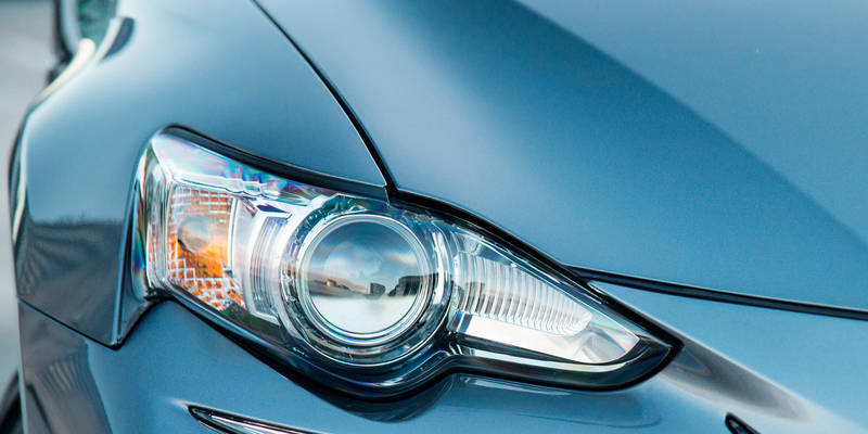 lexus-is-hid-2000px_easy-resize-com