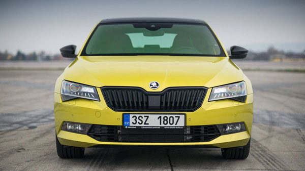 skoda-superb-sportline-with-dragon-skin-paint5