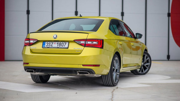 skoda-superb-sportline-with-dragon-skin-paint7
