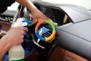 چگونه درون خودروی خود را تمیز کنیم؟! (ویدئوی اختصاصی)