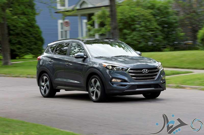 2017-Hyundai-Tucson-front-three-quarter-in-motion-02