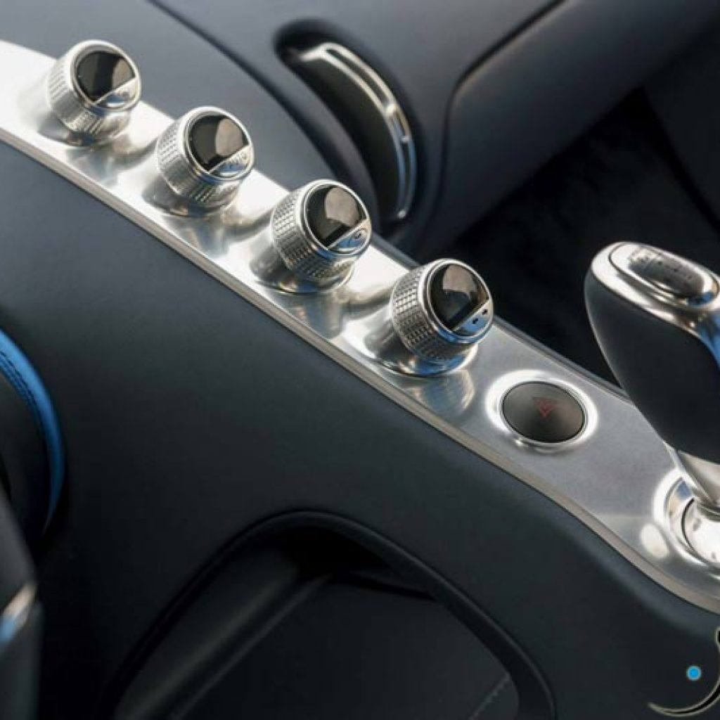Bugatti-Chiron-center-console