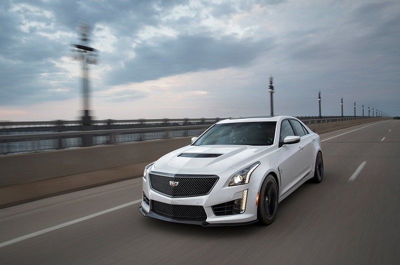 2017-Cadillac-CTS-V-front-three-quarters-in-motion-1